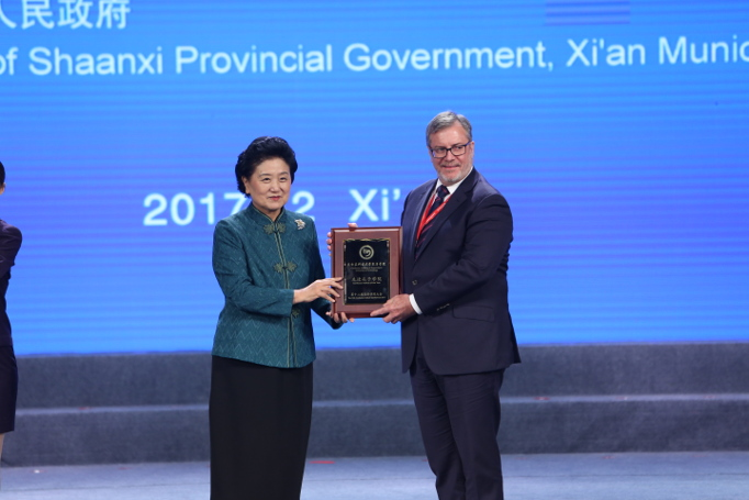 IMAGE: Madame LIU Yandong, State Council Vice Premier, presents the Confucius Institute of the Year, 2017 to Antoine Barnaart, CIQ Director.